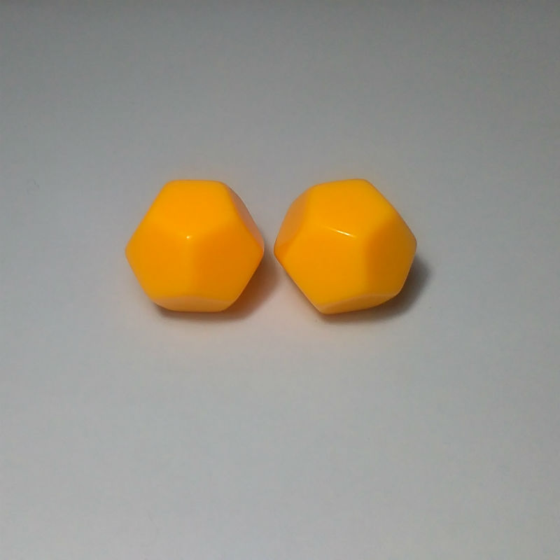 Free shipping New large size 2pcs D12 Blank Yellow color <font><b>dice</b></font> <font><b>12</b></font>-<font><b>sided</b></font> can be written by marker pen for Boardgame accessories image