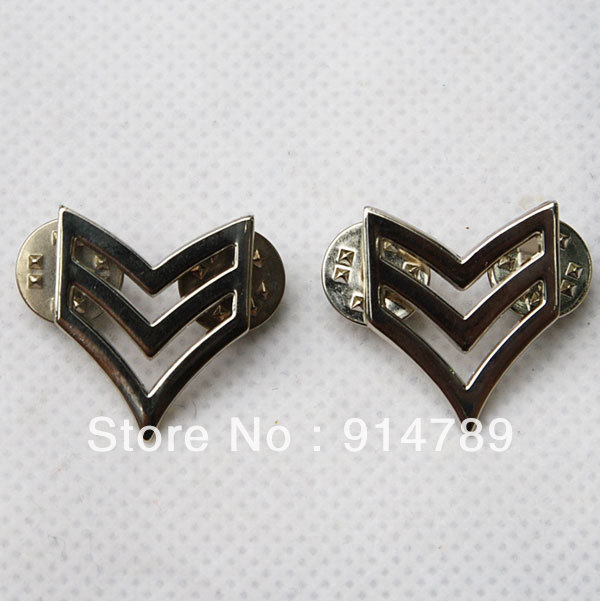 PAIR OF WW2 US ARMY SERGEANT FIRST CLASS PINBACK RANK INSIGNIA BADGE -32140