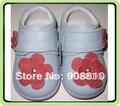 Meninas sapatos de bebê de couro genuíno azul com flores vermelhas único roxo floral crianças sapatos primavera outono 2017 venda do bebê SandQ