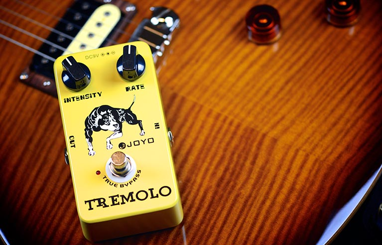Joyo JF-09 Tremolo Guitar Effect Pedal with Free Pedal Case furby рюкзак 35 см в горошек 1toy