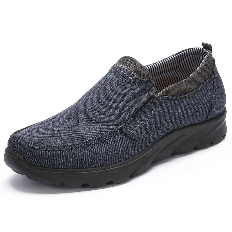 2018 Mannen Nieuwe Ademend Mesh Casual Schoenen Slip op Man Fashion Footwear Walking Comfortabele Loafers Zwart Blauw Schoenen voor Mannen