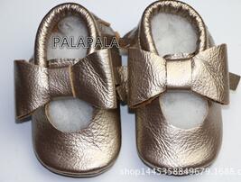 2016 Nuevos diseños de mary jane Del Bebé Mocasines de Cuero Genuino arco franja de piel de vaca Zapatos de Bebé De Navidad recién nacido Primer Caminante shoes
