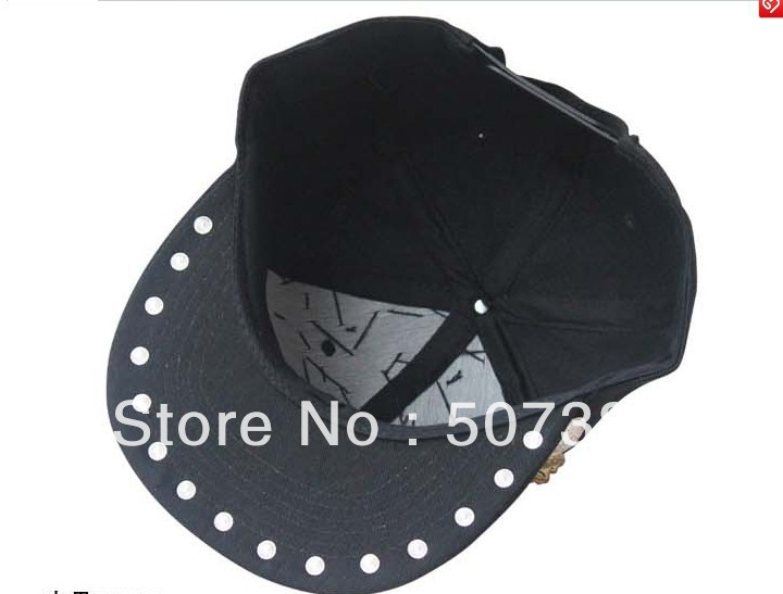 Spike Studs Cap Metal Chain decorated Hats Unisex Skull Caps Adjustable Baseball  Cap Snap back Hiphop Rivet headwear-in Baseball Caps from Apparel ... 496626ab2d8