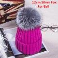 New Outono Inverno mulheres cap verdadeira bola de pele de raposa chapéu Pom poms 12 CM tampão feito malha fêmea grossa proteger orelha quente Senhora Gorros chapelaria