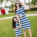Женщины летнее платье 2017 one piece синий белый полосатый платье мать дочь платья семьи clothing отец сын хлопка майка