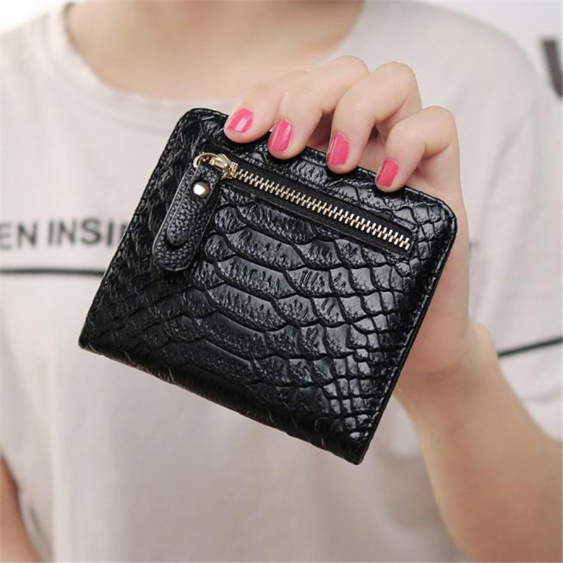 все цены на 2017 Women Wallet Crocodile Short Small Purse Wallet Card Holder Handbag Bag Fashion Women Clutch Purses Carteira Feminina #3 онлайн