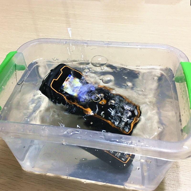 IP67 à prova d' água à prova de choque Telefones Celulares banco de potência barato China telefone celular GSM FM teclado Russo TELEFONES botão H-móvel