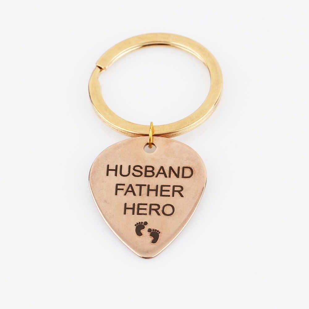 CHỒNG CHA ANH HÙNG Nhỏ Dấu Chân Keychain Xe Người Đàn Ông Vòng Chìa Khóa Cho Cha Đồ Trang Sức Đồ Trang Trí Cha Mẹ Món Quà Các Cặp Vợ Chồng Móc Chìa Khóa