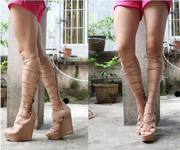 Femmes bottes d'été genou haut avec bout ouvert chaussures à plate forme à talons compensés conception croisée femmes or noir rouge bottes glatiador-in Bottes hautes from Chaussures    2