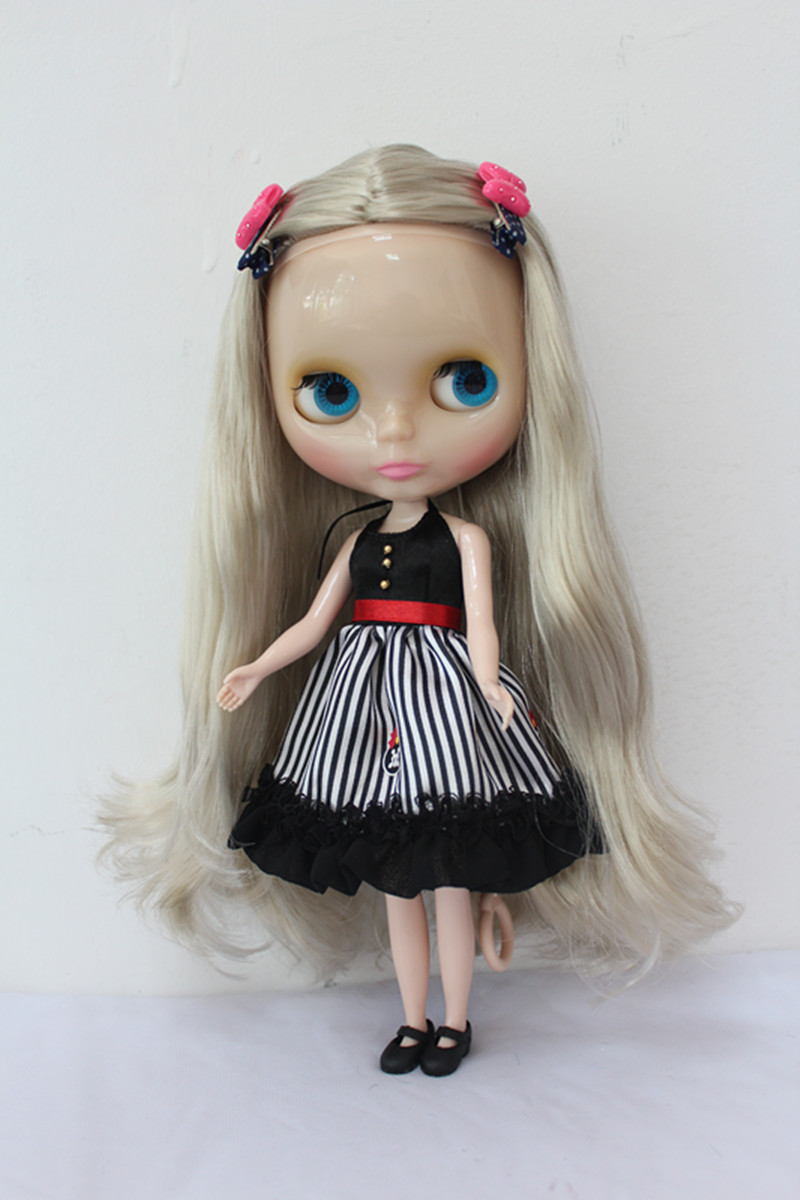 Blygirl Blyth doll transparent skin silver hair nude doll joint general body 7 to change their own makeupBlygirl Blyth doll transparent skin silver hair nude doll joint general body 7 to change their own makeup
