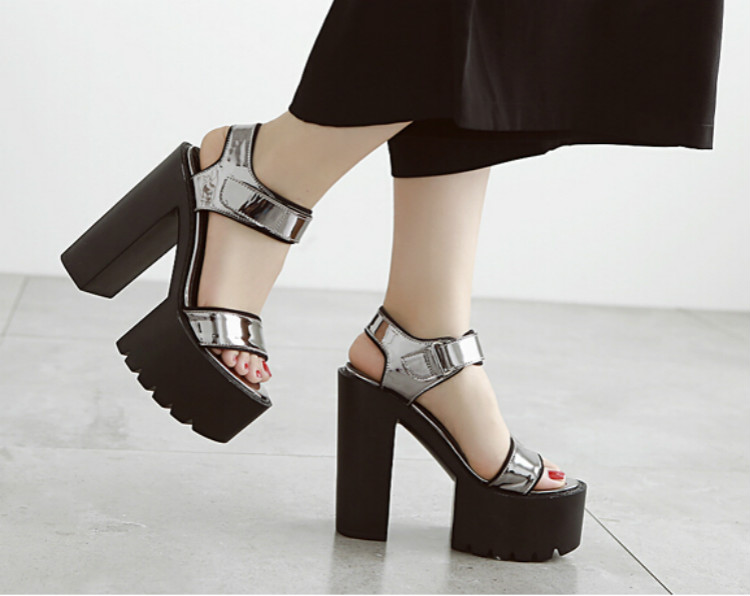 2016 Korean version of the new waterproof fish mouth sandals female summer sexy black thick with