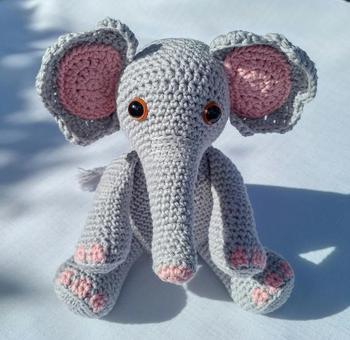 crochet armigurumi rattle  elephant    model number 813