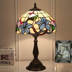 Europejskiej sztuki witraże szklane kwiaty ptak lampa stołowa obok LED lampka na biurko pokój dzienny jadalnia sypialnia dekoracyjne lampy biurko w Lampy stołowe LED od Lampy i oświetlenie na