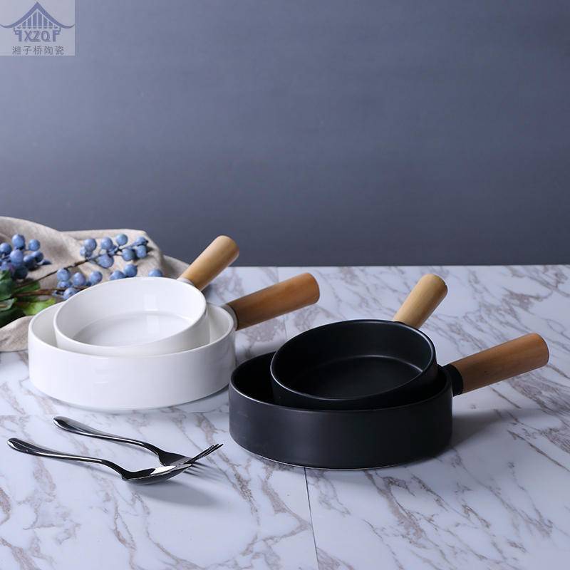 Western Food Dumb Household Baked Wood Handle Baking Plate Cheese Baked Rice Pasta Plate Creative Feature Ceramic Export