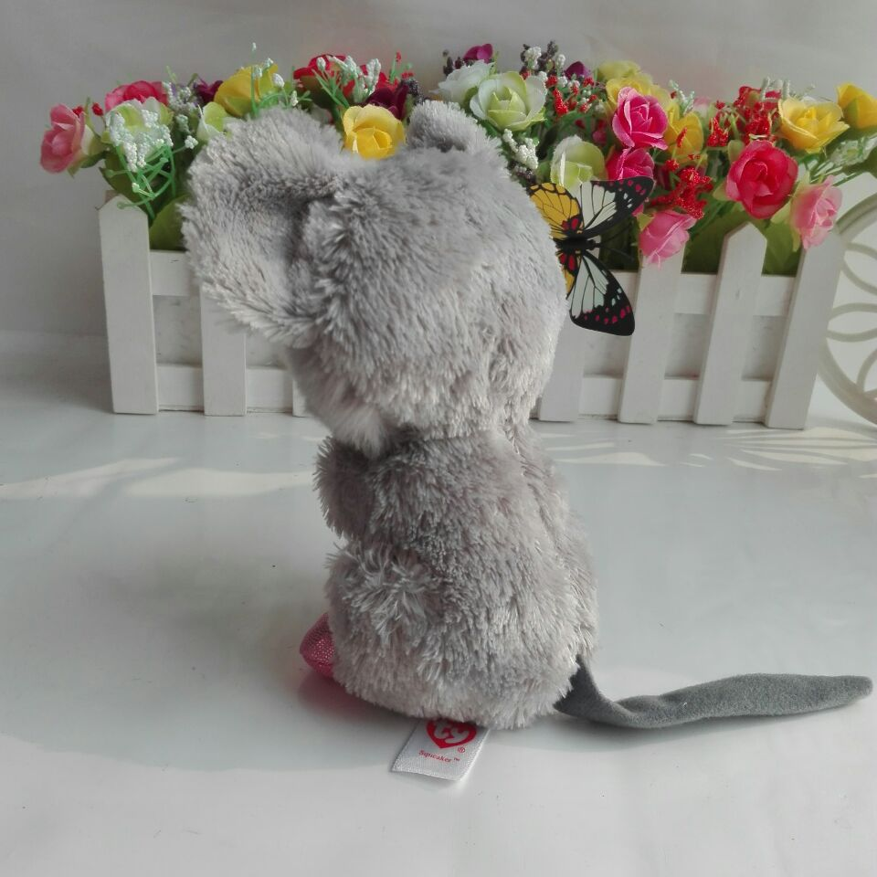54f4a727c32 SQUEAKER mouse com queijo 2016 Nova Original Ty Beanie Boos Mac O Rato de  Brinquedo de pelúcia Bicho de pelúcia Boneca de Natal Dos Miúdos presente  em ...
