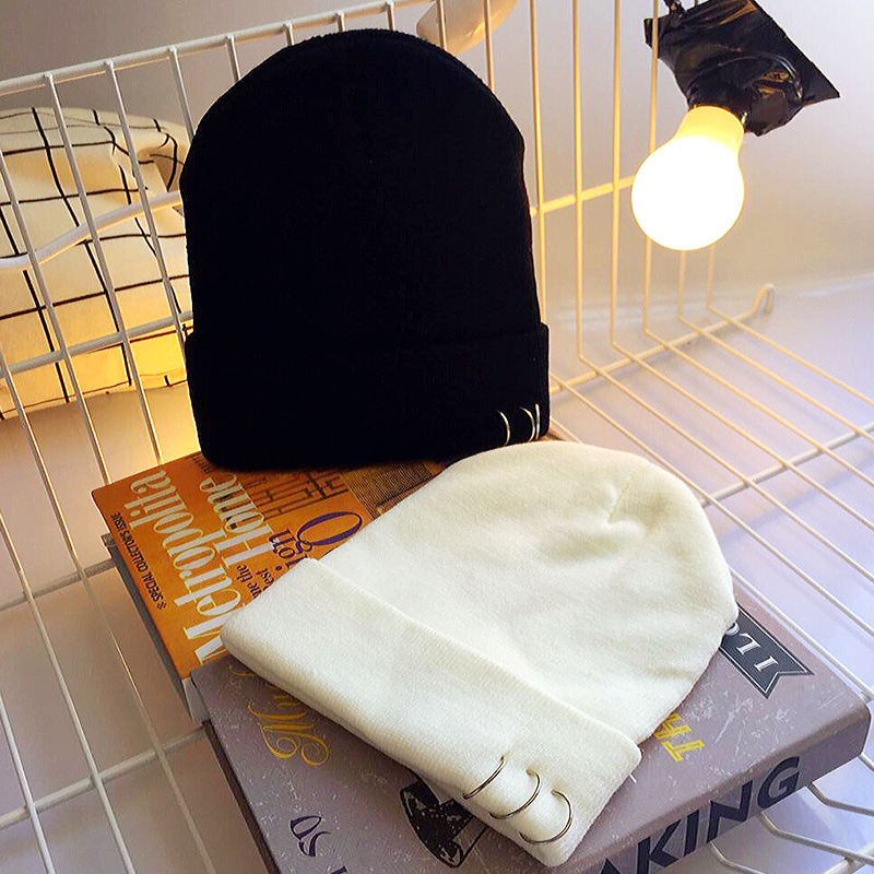 Solid Color Winter Cap Men Women 2017 Brand New Women Knitted Hat Casual Beanies Hats Hip Hop Winter Warm Cap Women Unisex Hats q5 grill rsq5 front bumper grill mesh middle grille racing grills case for audi q5 2010 2011 2013 2014 2015 2016 2017