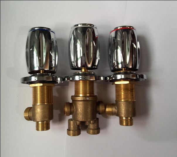 Bathroom water separator bathtub valves faucet, Cold and hot water master switch, Brass shower room mixing valve chrome plated thermo operated water valves can be used in food processing equipments biomass boilers and hydraulic systems