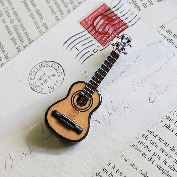 Cute Handmade Retro Vintage Wooden Ukulele Pin Badge Musical Instrument Brooch Ukelele Jewelry Goth