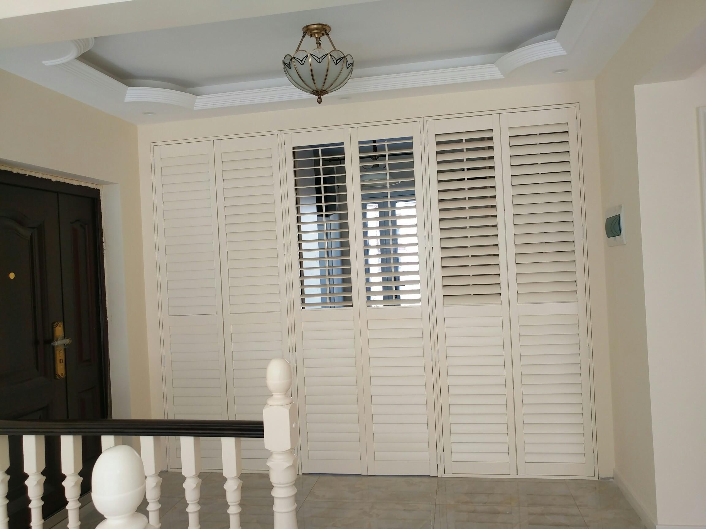 Customized Wholesale Painted White Interior Wood Plantation Shutter