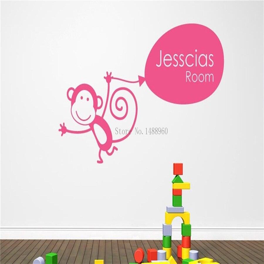 E246 hadiah monyet memegang balon kustom personalised nama stiker dinding dekorasi rumah diy nursery poster vinyl decal untuk kamar anak anak di wall