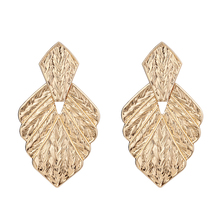 лучшая цена Fashion Golden Alloy Big Leaf Head Bib Earring Women Female Girl Party Club Earring