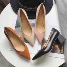 Bombas de estilo europeu tempo simples e confortável saltos altos 2018 novo apontado sapatos de salto grosso pu único sapatos femininos selvagens