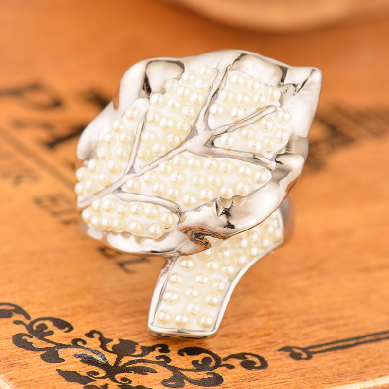 Brand New Plant Stainless Steel Leaves Ring White Pearl Big Rings For Women Hot Sale Ladies Silver Party Rings Wholesale
