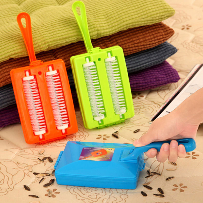 1pcs Carpet brush Household Portable Handheld Plastic Double Roller Carpet Scrap Sweep Dusting Cleaning Brushes(Random Color)