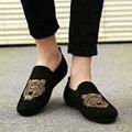 2017 de Lujo Para Hombre Primavera Slipony Pisos zapatos Retro Tigre Bordado Tradición hombreman zapatos de Conducción Ocasionales mocasines chaussure