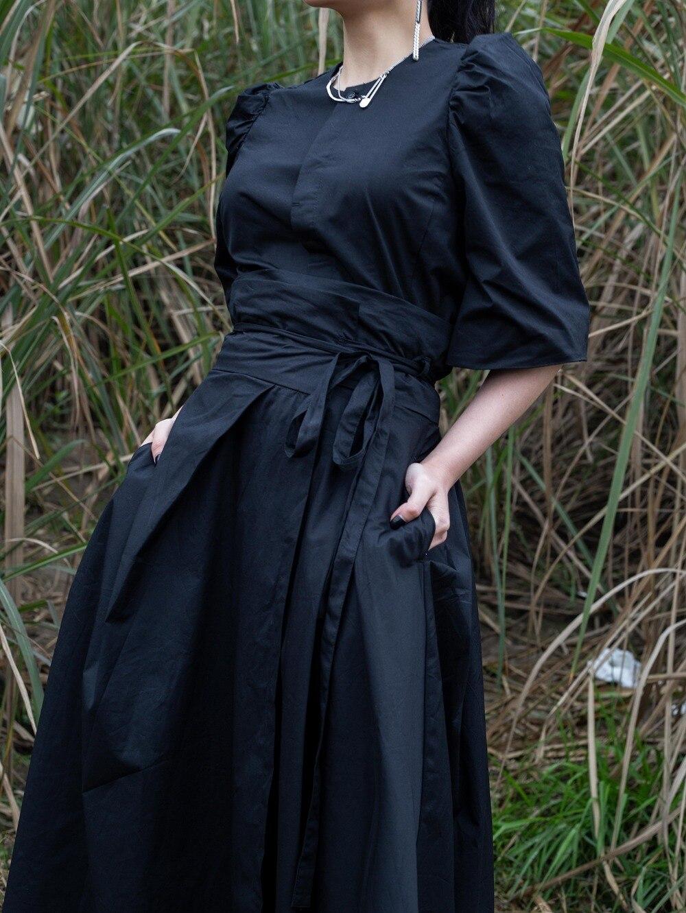 Cakucool 새 여성 일본식 스커트 가을 비대칭 디자이너 블랙 스트라이프 찢어진 가장자리 streetwear 미디 스커트 여성용-에서스커트부터 여성 의류 의  그룹 3
