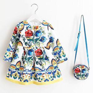 Image 2 - Sukienka z długim rękawem sukienka świąteczna dla dziewczynki 2019 jesienno zimowa sukienka z kwiatowym nadrukiem maluch sukienki dla dziewczynek ubrania dla dzieci sukienka dla dzieci z torbą