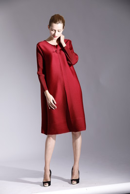 FREE SHIPPING Fashion Miyake fold dress pure color long sleeve style clasp dress IN STOCK
