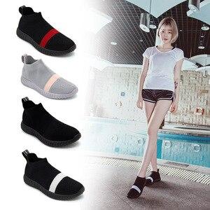 Image 4 - Zapatos de fondo suave para mujer, zapatillas de deporte transpirables de malla antideslizantes informales a la moda