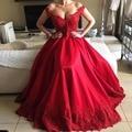 Con cuentas Apliques Fuera Del Hombro Vestidos de Noche Pluning V cuello de raso Vestido de Noche Del Partido Vestido de Fiesta Rojo FNKS52