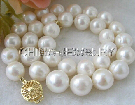W&O653 >>>Huge 18 10-12mm white round FW pearl necklaceW&O653 >>>Huge 18 10-12mm white round FW pearl necklace