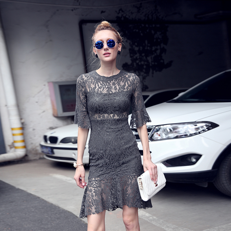 Été nouvelle Europe et amérique sexy Slim élégant creux queue de poisson robe gris dentelle trompette manches femme robe de mode