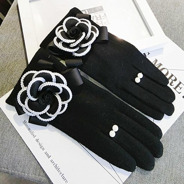 2020 Brand Gloves Winter Women Gloves Cashmere Mittens Female Big Flower Warm Wool Gloves Women Driving Gloves 2