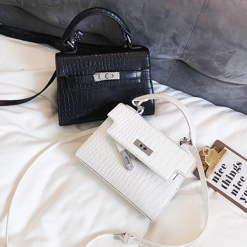 2018 new Crocodile grain fashion trend pattern buckle square shoulder bag across wild ladies Crocodile grain handbag crossbody crocodile pattern cube shaped crossbody bag