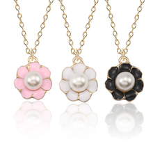 Cute Pearl Flower Necklace Woman Kawaii Girl Colorful Plant Pendant Fashion Girl Hip Hop White Black Rose Necklace Pendant Gift shiying a02304 fashion elegant artificial pearl acrylic pendant necklace black white blue