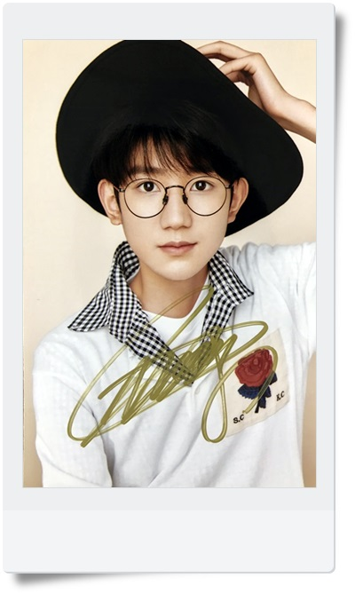 signed TFBOYS Roy Wang  Yuan autographed  photo 6 inches  freeshipping 08201701 signed tfboys autographed group photo 6 inches freeshipping 08201703