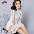 White lace dress 2017 nueva primavera las mujeres elegantes de la vendimia floral hueco del ganchillo runway manga larga cuello alto túnica shirt dress