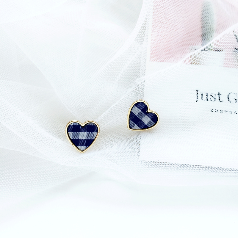 Sweet lady earrings and pure and fresh temperament earrings Simple fashion cloth art heart shaped pendant jewelry wholesale in Stud Earrings from Jewelry Accessories