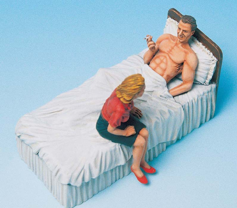 <font><b>1:35</b></font> <font><b>Soldier</b></font> & Girlfriend with Bed image