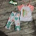 Venta caliente de los bebés outifts girls boutique Niñas trajes de Verano de manga corta capris de plumas con diadema y collar conjunto