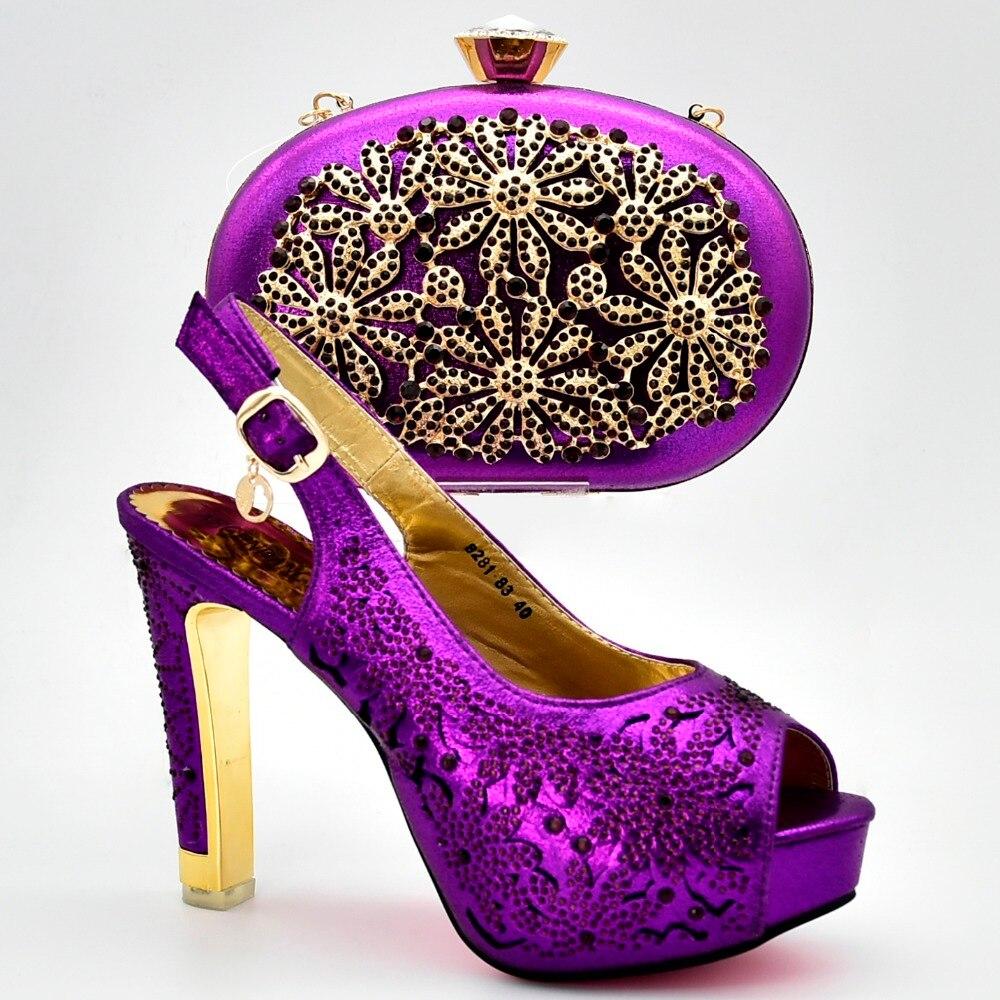Pour Ensemble Sandale Pecect 83 Robe À Violet Et Correspondant Chaussures Talons 8281 Main Incroyable Soirée De Sac Hauts I7zv4