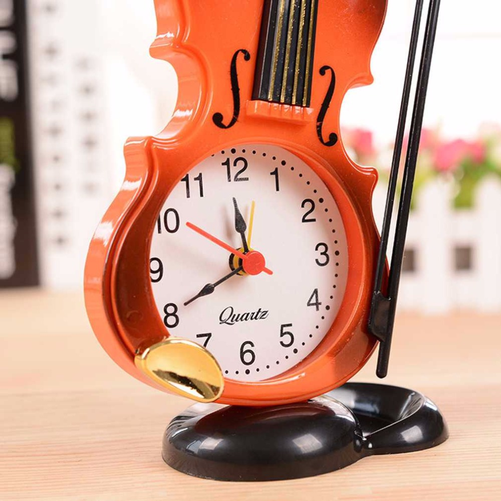 2018 New 2 Colors Creative Instrument Table Clock Student Violin Gift Home Decor Fiddle Quartz Alarm Clock Desk Plastic Craft Home Decor