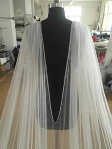 Image 2 - Cape de mariée en dentelle cathédrale longueur accessoire de robe de mariée en blanc, blanc cassé, ivoire, nouvelle collection