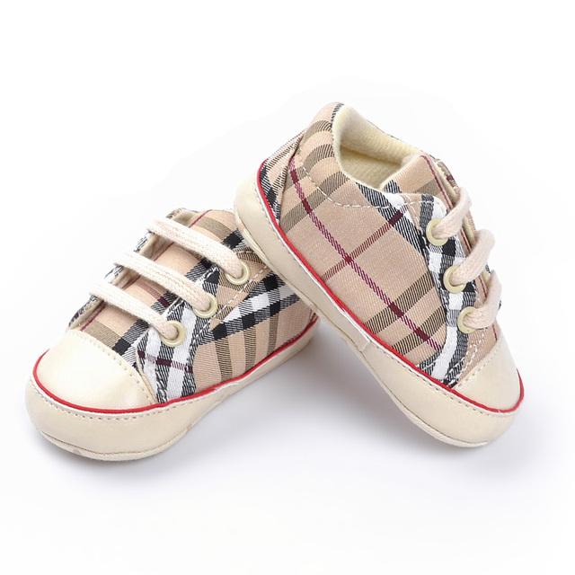 Caliente venta Classic sports casual plaid bebé suela blanda antideslizante zapatos de bebé del niño