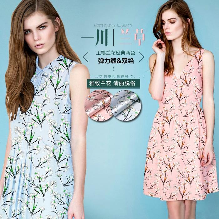 Tela azul y rosa disponible con estampado floral de seda satinada de - Artes, artesanía y costura