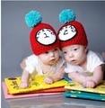 Roupas feitas à mão do bebê de fios estilo gêmeos chapéu